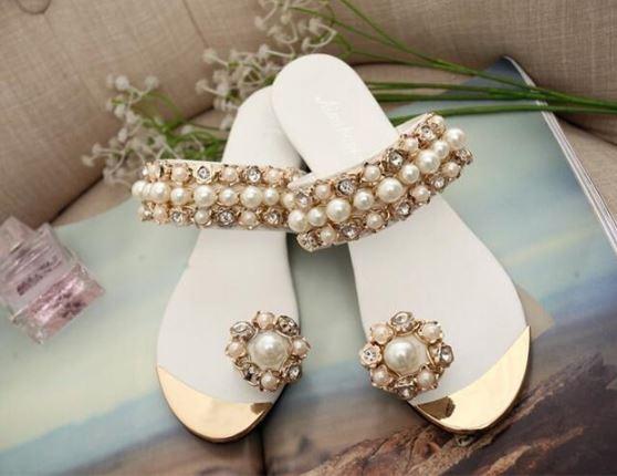รองเท้าแฟชั่น ผู้หญิง รองเท้าแตะ ส้นเตี้ย รองเท้าแตะ แต่งด้วย ไข่มุก สุดหรู รองเท้าแฟชั่น ไฮโซ ใส่สวย สีขาว 493290