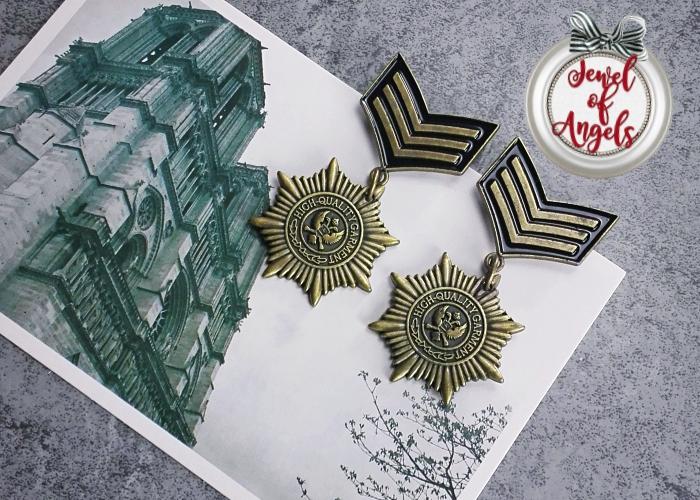 เข็มกลัดติดเสื้อเหรียญตราทหารสีทองเหลืองรมดำ