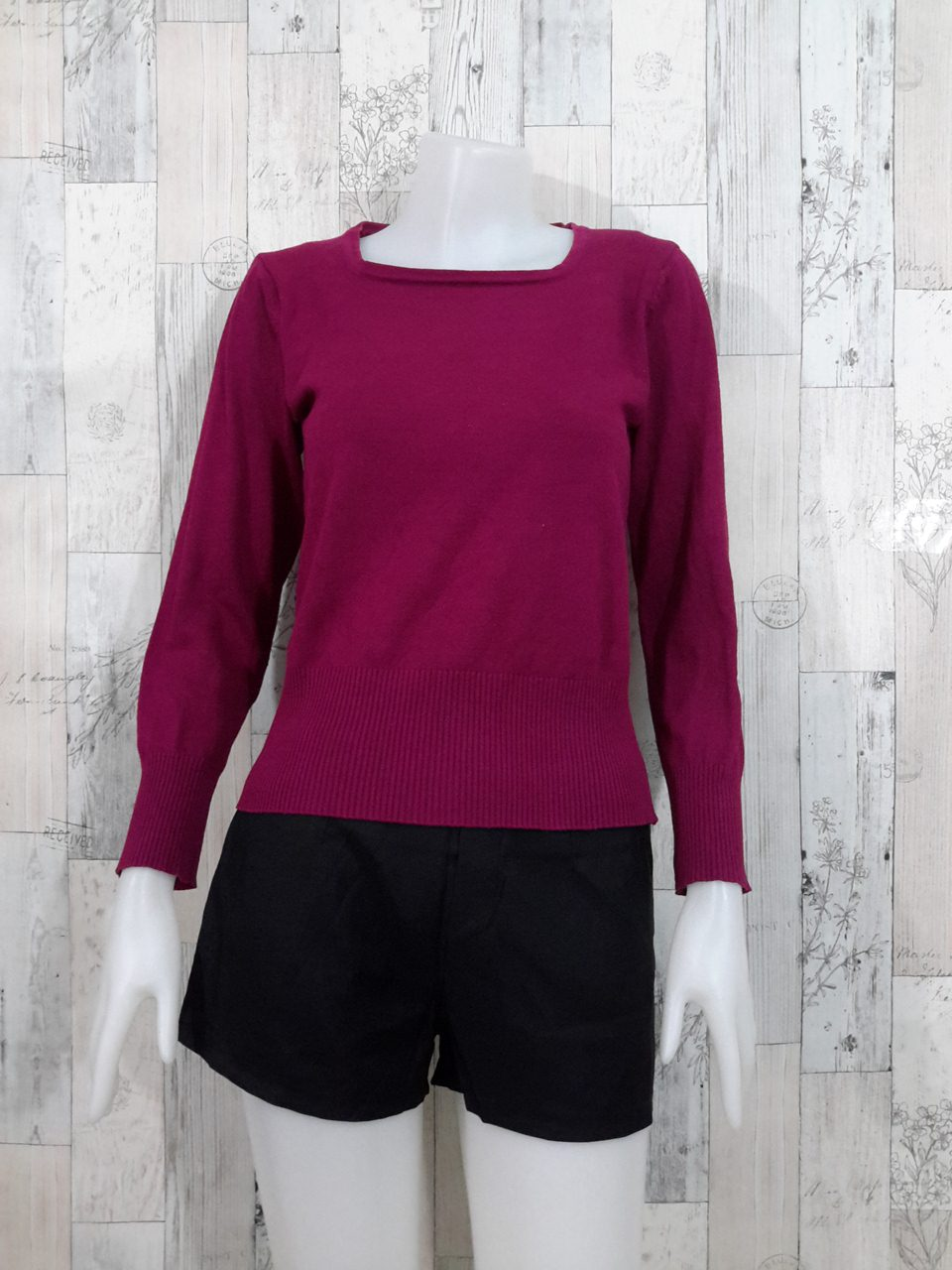 Blouse3526 2nd hand clothes เสื้อไหมพรมเนื้อแน่น(เนื้อหนาปานกลาง) แขนยาว แบบเรียบ สีพื้นม่วงเปลือกมังคุด