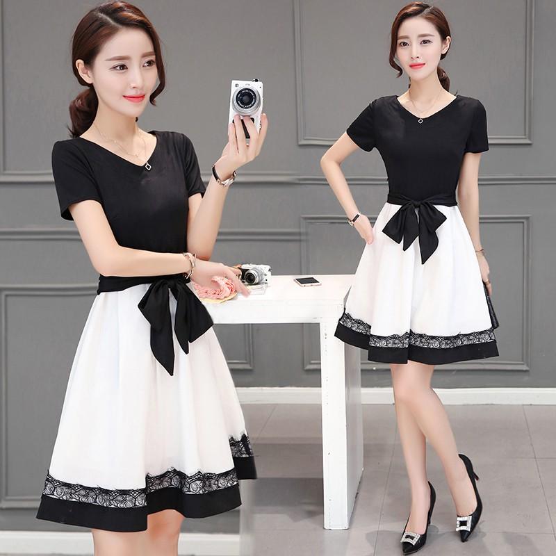 Dress4175 เดรสทรงสวยสีพื้นดำตัดต่อกระโปรงชายลูกไม้ มีผ้าผูกเอว ซิปข้างใส่ง่าย งานสวยมีซับในอย่างดีทั้งชุด ดีเทลดีงามดูสวยแพง ผ้าสวยเหมือนราคาหลักพัน รุ่นนี้ใส่ทำงาน/ใส่ออกงานได้