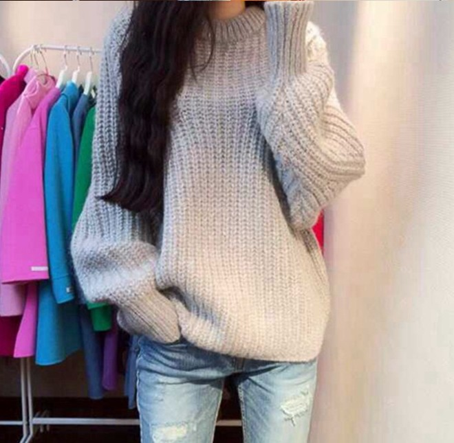 Sweater เสื้อไหมพรมถัก มีประกายวิ้งๆ ในตัว สีเทา ใส่ตัวเดี๋ยวได้เลยเก๋ๆ ยืดได้เยอะ น่ารักมากจ้าา