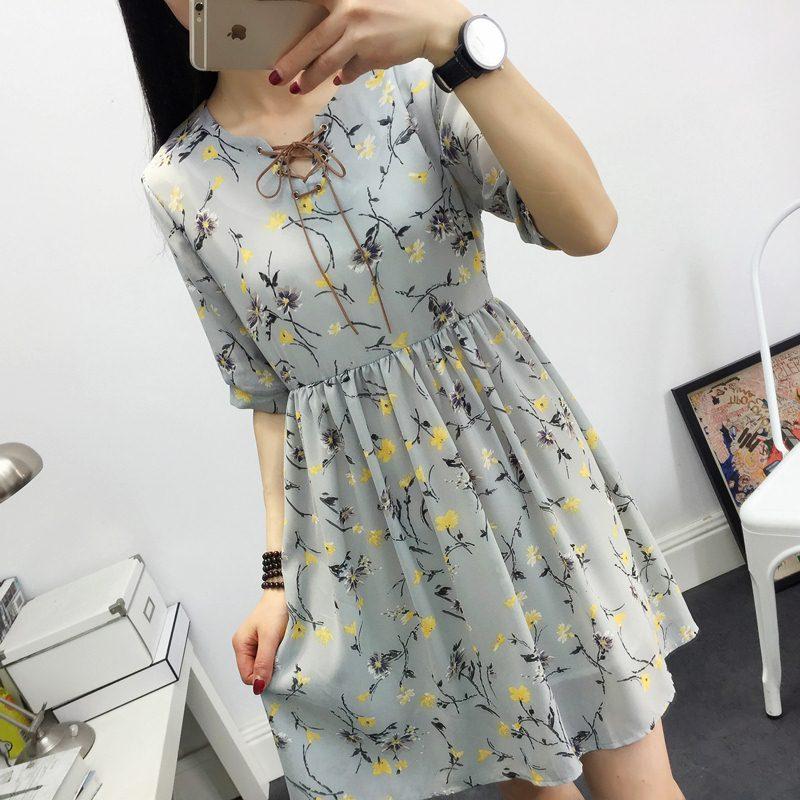**สินค้าหมด Dress3931 ชุดเดรสทรงปล่อยใส่สบาย คอแต่งเชือกผูกเก๋ๆ ผ้าชีฟองลายดอกไม้พื้นสีเทา ผ้าเนื้อดีมีน้ำหนักทิ้งตัวสวย งานสวยน่ารักผ้านุ่มใส่สบาย