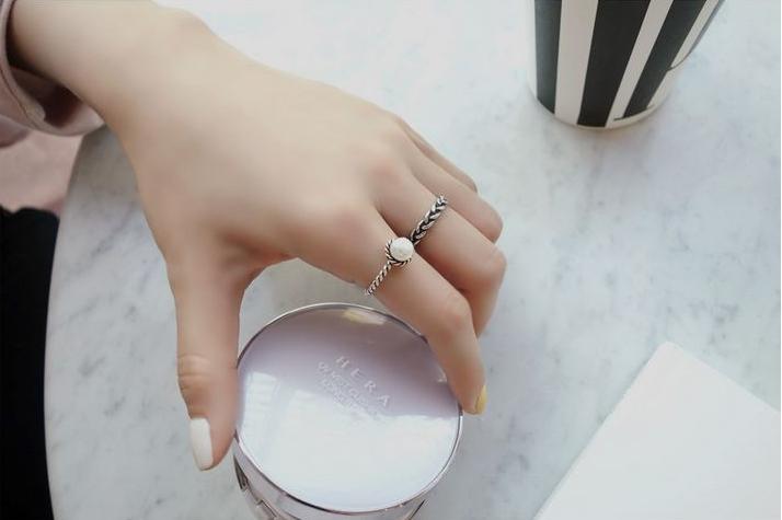 แหวนแฟชั่นset2ชิ้นสีเงินแต่งมุกและลายเชือกรมดำ