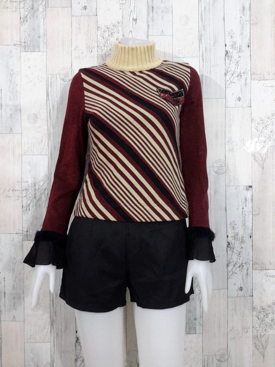 Blouse3528 2nd hand clothes เสื้อไหมพรม(เนื้อหนาปานกลาง) แขนยาว คอเต่า อกแต่งอาร์ม ลายริ้วโทนสีครีมเลือดหมู