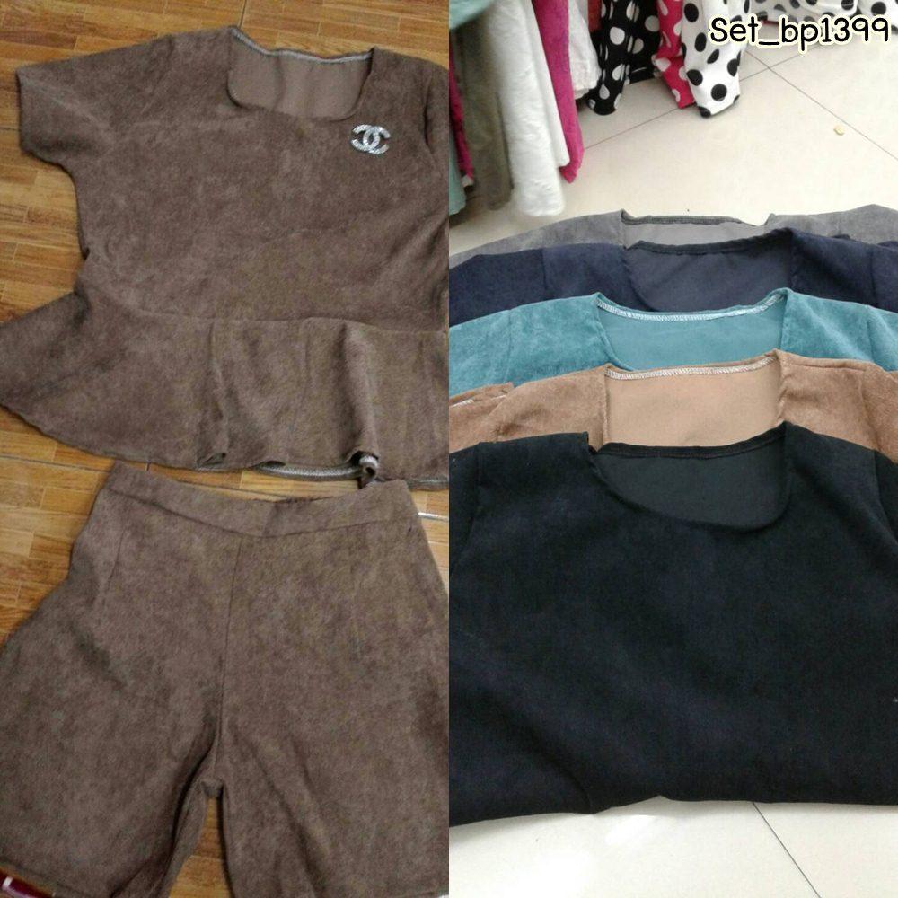 Set_bp1399 ชุดเซ็ท 2 ชิ้น(เสื้อ+กางเกง)แยกชิ้น เสื้อแขนสั้นชายระบาย+กางเกงขาสั้นเอวสม็อคหลังยืดขยายได้เยอะ งานผ้าลูกฟูกเนื้อดีสีพื้นสวยๆ กำลังฮิตนะจ้า เนื้อผ้ากำลังดีไม่หนาจนเกินไป ใส่สวย ใส่ง่าย ใส่ได้บ่อย **งานเหลือ 4 สี ดำ เขียว กรม เทา