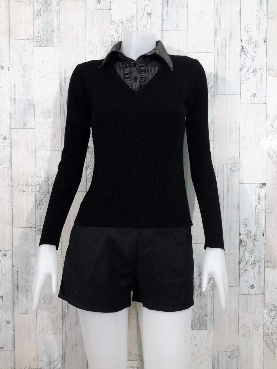 Blouse3521 2nd hand clothes เสื้อไหมพรมร่อง(เนื้อหนาปานกลาง) สีพื้นดำ แขนยาว คอวี แต่งคอปกเชิ้ตลายริ้ว