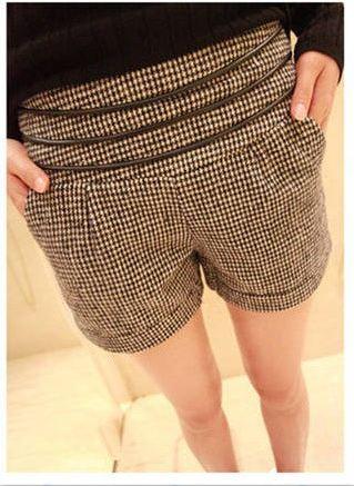 กางเกงขาสั้นผู้หญิง ผ้าขนสัตว์ ดีไซน์ เอวยางยืด ใส่สบาย ลายสก๊อต สีน้ำตาลกาแฟ ตกแต่ง สายหนังเป็น ลายเข็มขัด รอบเอว 34511