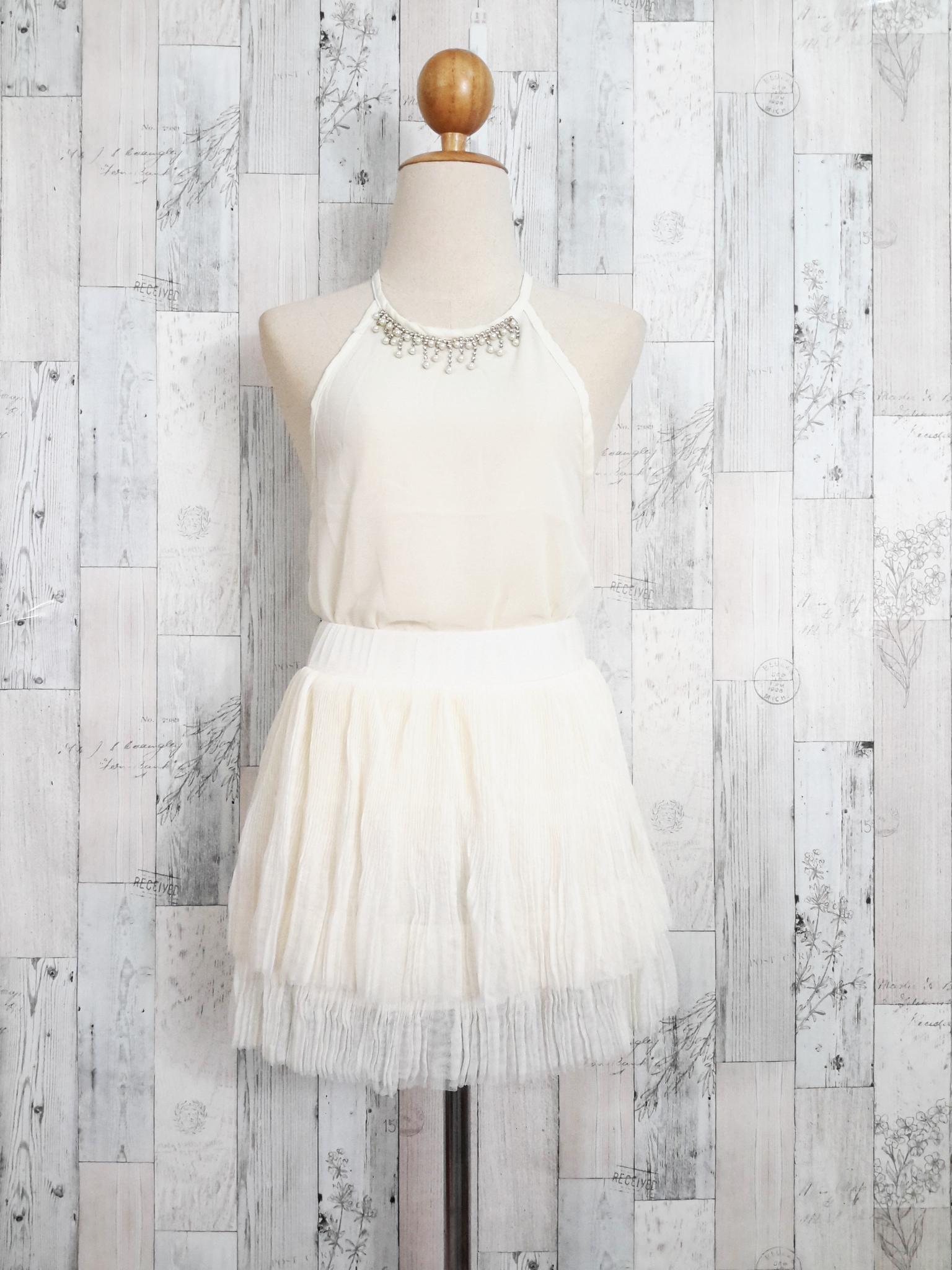 Set_bs1355 ชุดเซ็ท 2 ชิ้น(เสื้อ+กระโปรง)แยกชิ้น เสื้อสายเดี่ยวไหล่ล้ำคอแต่งเพชรหรูผ้าชีฟองสีขาวครีม+กระโปรงฟูสองชั้นผ้าชีฟองอัดพลีทสีขาวครีม