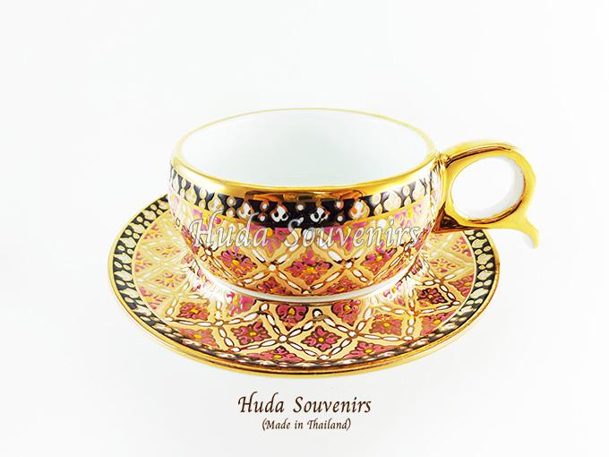 ของที่ระลึก แก้วกาแฟเบญจรงค์ หูกรรไกร ลวดลายดอกพิกุลสีชมพู ลายเนื้อนูนเคลือบผิวเงา สินค้าพร้อมส่ง (ราคาไม่รวมกล่อง)