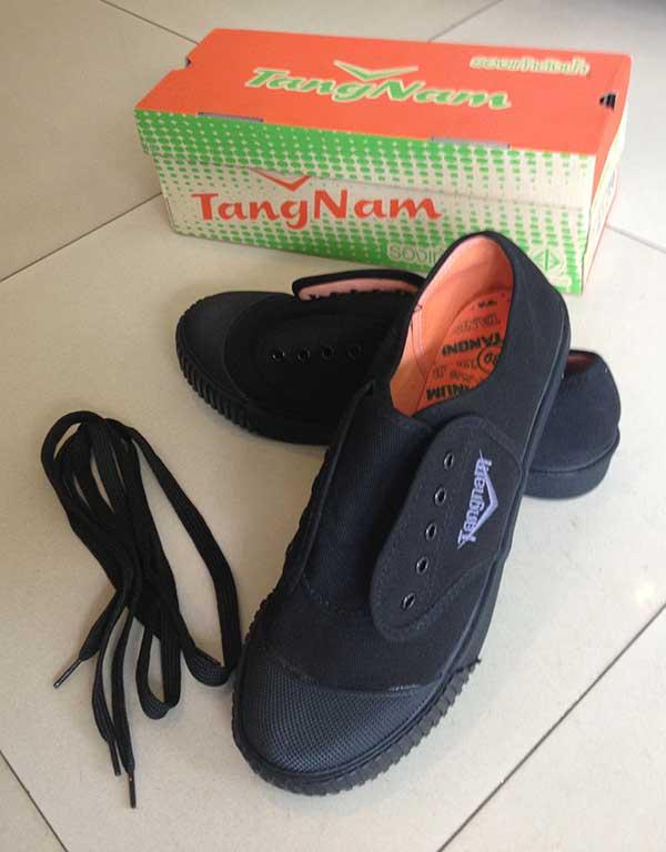 รองเท้านักเรียนชาย ผ้าใบ สีดำ ยี่ห้อตังน้ำ