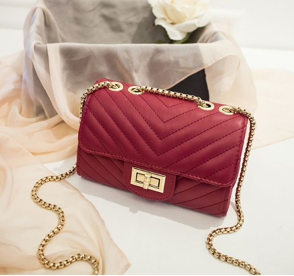 [ พร้อมส่ง ] - กระเป๋าแฟชั่น กระเป๋าคลัทช์&สะพาย สีแดง ไซส์ MINI งานหนังคุณภาพ แต่งอะไหล่สีทองอย่างดี มีสายโซ่สะพายไหล่