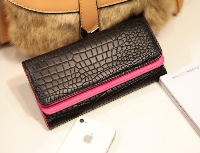 [ พร้อมส่ง ] - กระเป๋าสตางค์แฟชั่น สีดำ ลายหนังจระเข้ ด้านในสีชมพูหนังเรียบ ใบยาว ช่องเยอะ งานสวย น่าใช้มากๆค่ะ
