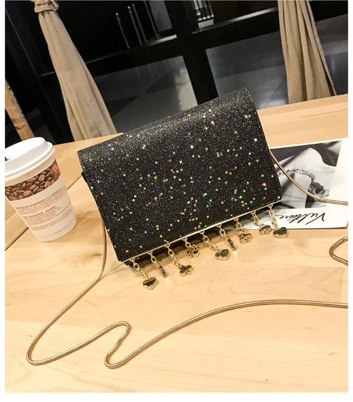 [ พร้อมส่ง ] - กระเป๋าคลัทช์ สะพาย สีดำ ดีไซน์สวยหรู ฟรุ้งฟริ้ง วิ้งค์ๆทั้งใบ ขนาดกระทัดรัด งานสวยมากๆค่ะ