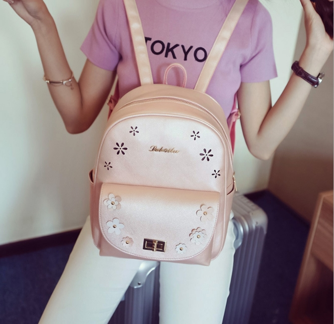 [ Pre-Order ] - กระเป๋าเป้แฟชั่น สีบรอนซ์ชมพู ใบกลางๆ ฉลุลายดอกไม้ ดีไซน์สวยเก๋เท่ๆ ไม่ซ้ำใคร สวยสุดมั่น เหมาะกับสาว ๆ ที่ชอบกระเป๋าเป้เท่ๆ