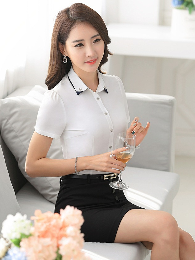 เสื้อเชิ้ตทำงานแขนสั้น สีขาว แบบเรียบๆ เหมาะเป็นชุดยูนิฟอร์ม