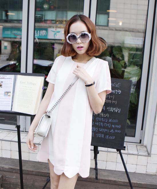 """""""พร้อมส่ง""""เสื้อผ้าแฟชั่นสไตล์เกาหลีราคาถูก Brand Mebao เดรสลายแนวตั้ง ผ้าชีฟองแบบหนา ซิบด้านหลัง ไม่มีซับใน ชายหยัก ด้านหลังสีขาวล้วนไม่มีลาย -สีขาว ชมพู (สินค้าจริงสีชมพูจะเข้มกว่าที่นางแบบใส่นะคะ)"""