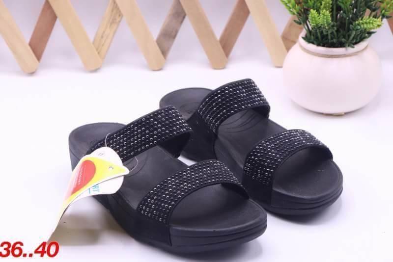 รองเท้า fitflop แบบสวมแต่งเพชร สีดำ