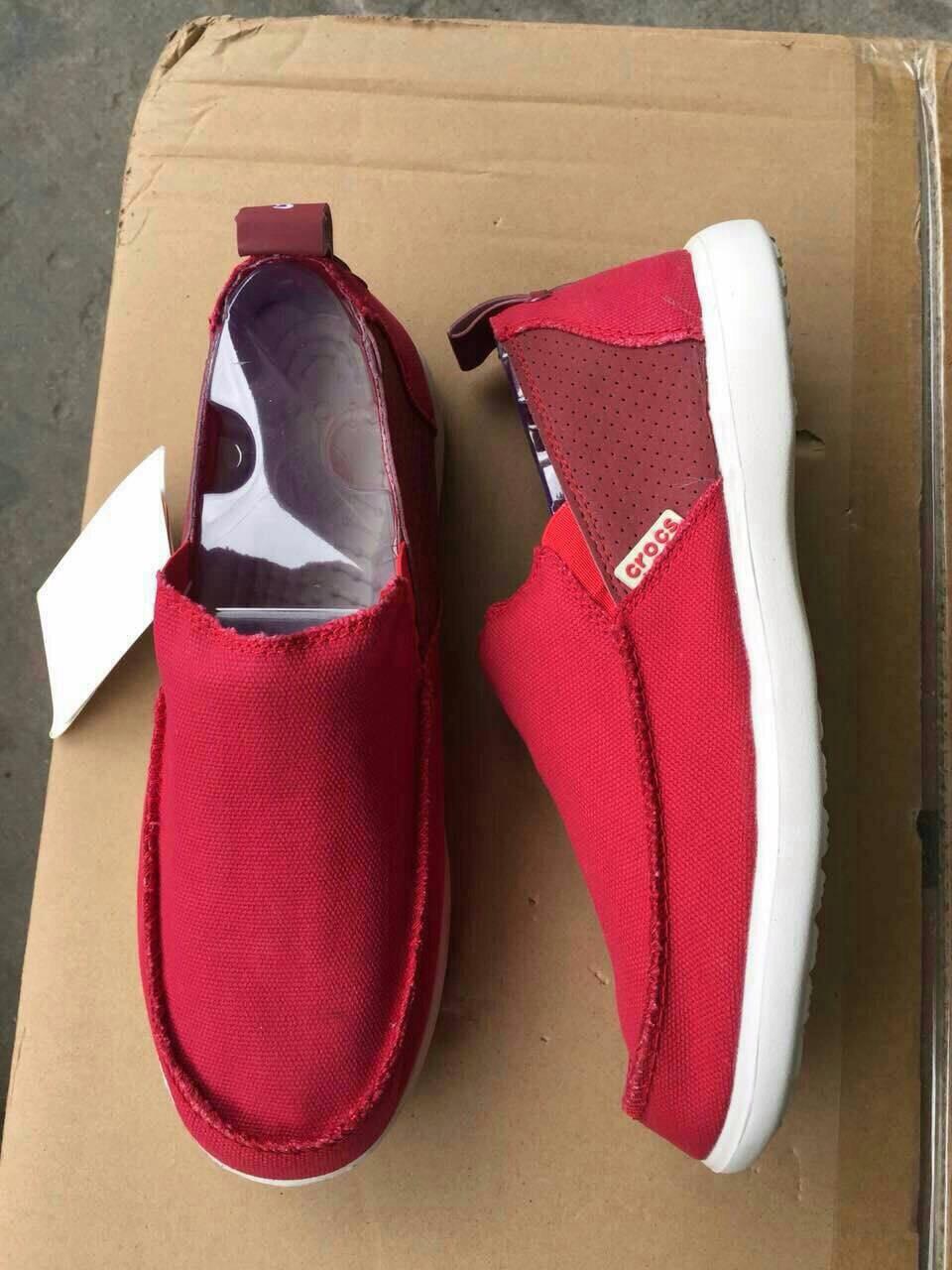 รองเท้า crocs คัทชูชาย รุ่น Men's Crocs Santa Cruz 2 Luxe สีแดงสด