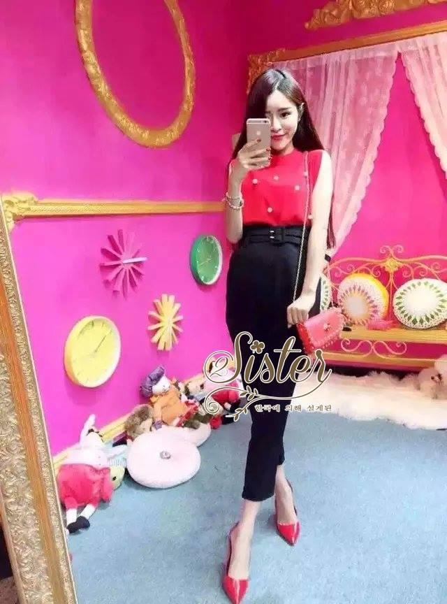 เสื้อผ้าเกาหลี พร้อมส่งเซ็ตเสื้อ+กางเกง ตัวเสื้อแขนกุดสีแดงมาพร้อมกับกางเกงขายาวสีดำเอวสูง