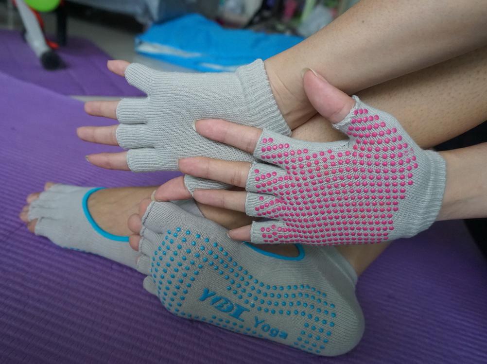 (พรีออเดอร์) ถุงมือ ถุงเท้าโยคะ กันลื่น YKSM30-42