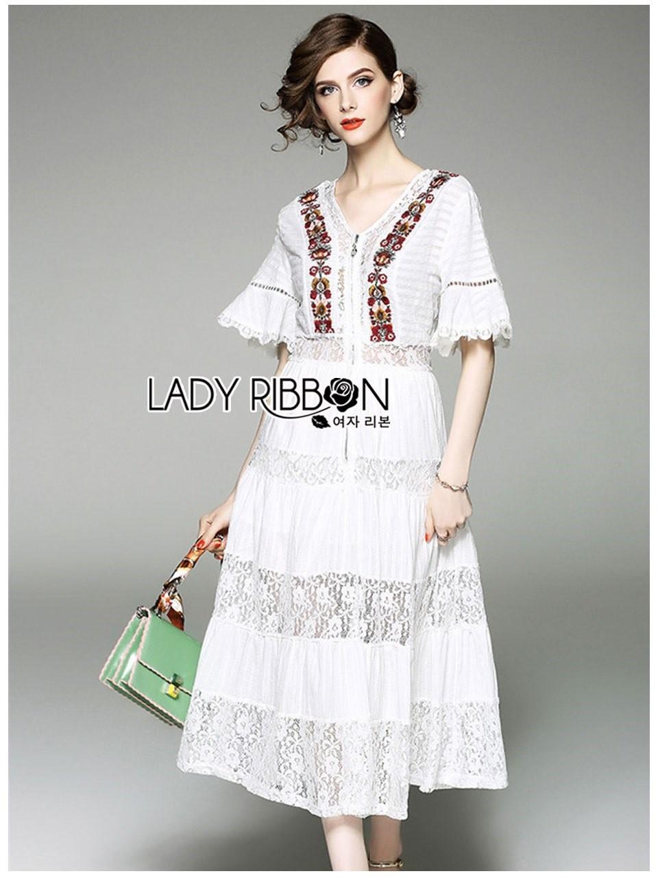 ชุดเดรสเกาหลีพร้อมส่ง เดรสยาวผ้าลูกไม้สลับคอตตอนสีขาวปักลายดอกไม้สไตล์โบฮีเมียน