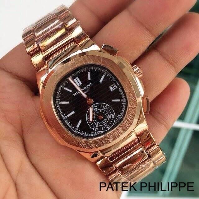 Patek Philippe หน้าปัดขนาด 35 mm. แสดงวันที่ตำแหน่ง 3 นาฬิกา เข็มล่างใช้งานได้จริง เป็นเข็มวินาที สายสแตนเลสสีทอง สายกลิ๊บล็อค งานสวยมากๆ ราคา 1090