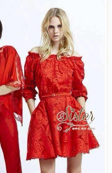 ชุดเดรสเกาหลี พร้อมส่ง เดรสสั้นสีแดงสด งานคุณภาพพรีเมียม เนื้อผ้าหนังนิ่มฉลุเป็นลายดอก