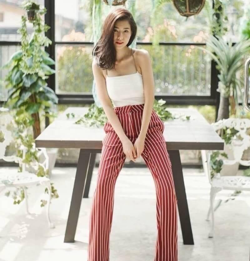 เซ็ตเสื้อสายเดี่ยวโซ่มาคู่กับกางเกงขายาวลายทางสีแดงสวยสด