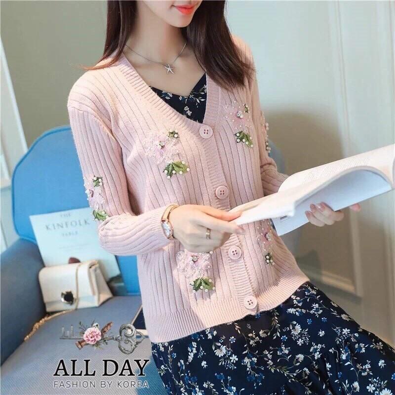 เสื้อไหมพรม ทอลอนเล็กๆ ติดดอกไม้ปักสีชมพู ปักมุกและเพชร