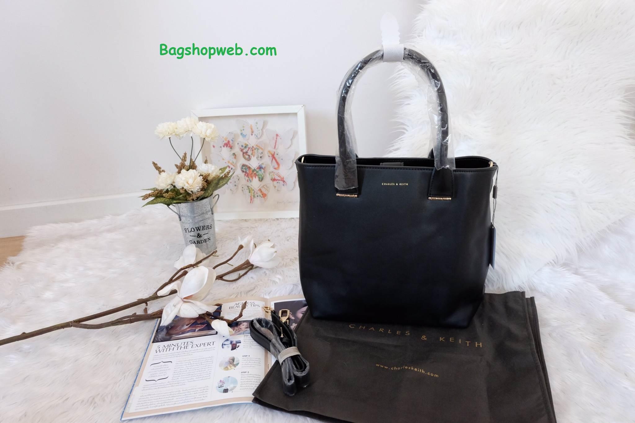 กระเป๋า CHARLES & KEITH LARGE TOTE ทรง Tote Bag สีดำ