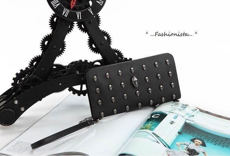 กระเป๋าเงินใบยาวซิปรอบ แฟชั่นดัง Alexander McQueen Skull Wallet สาว fashionista ห้ามพลาดเลยจ๊ะ ราคา 890 ส่งฟรี ems