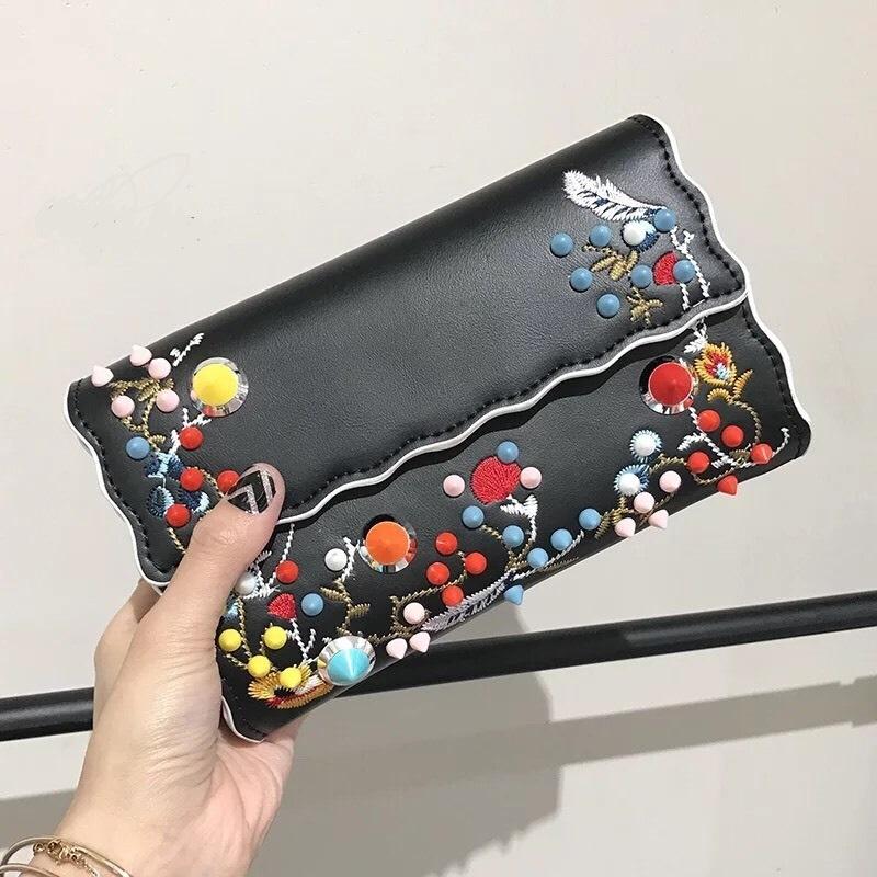 กระเป๋าสตางค์ FENDI wallet งานสวยระดับ พรีเมี่ยม งานสวยฝุดๆ งานปัก ลายดอกตอกหมุด วัสดุ งาน Pu เกรด Best Quality รับประกันความสวย