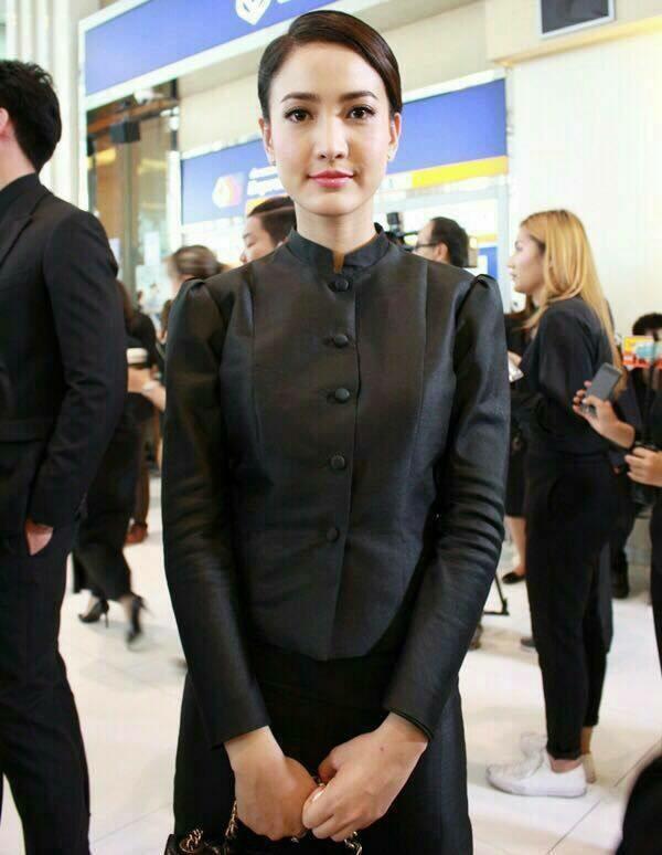 ชุดไทยจิตรลดาสีดำ แบบกระดุมหน้า ไหล่จีบ น่ารัก