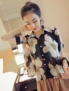 เสื้อทำงานแฟชั่นสไตล์เกาหลีสวยๆ เสื้อแขนสั่นสีดำ ลายดอกไม้สีเทา คอปก ผ้าชีฟองเนื้อผ้าบางเบาใส่สบาย กระดุมผ่าหน้า แถมฟรีเสื้อซับในสีขาว