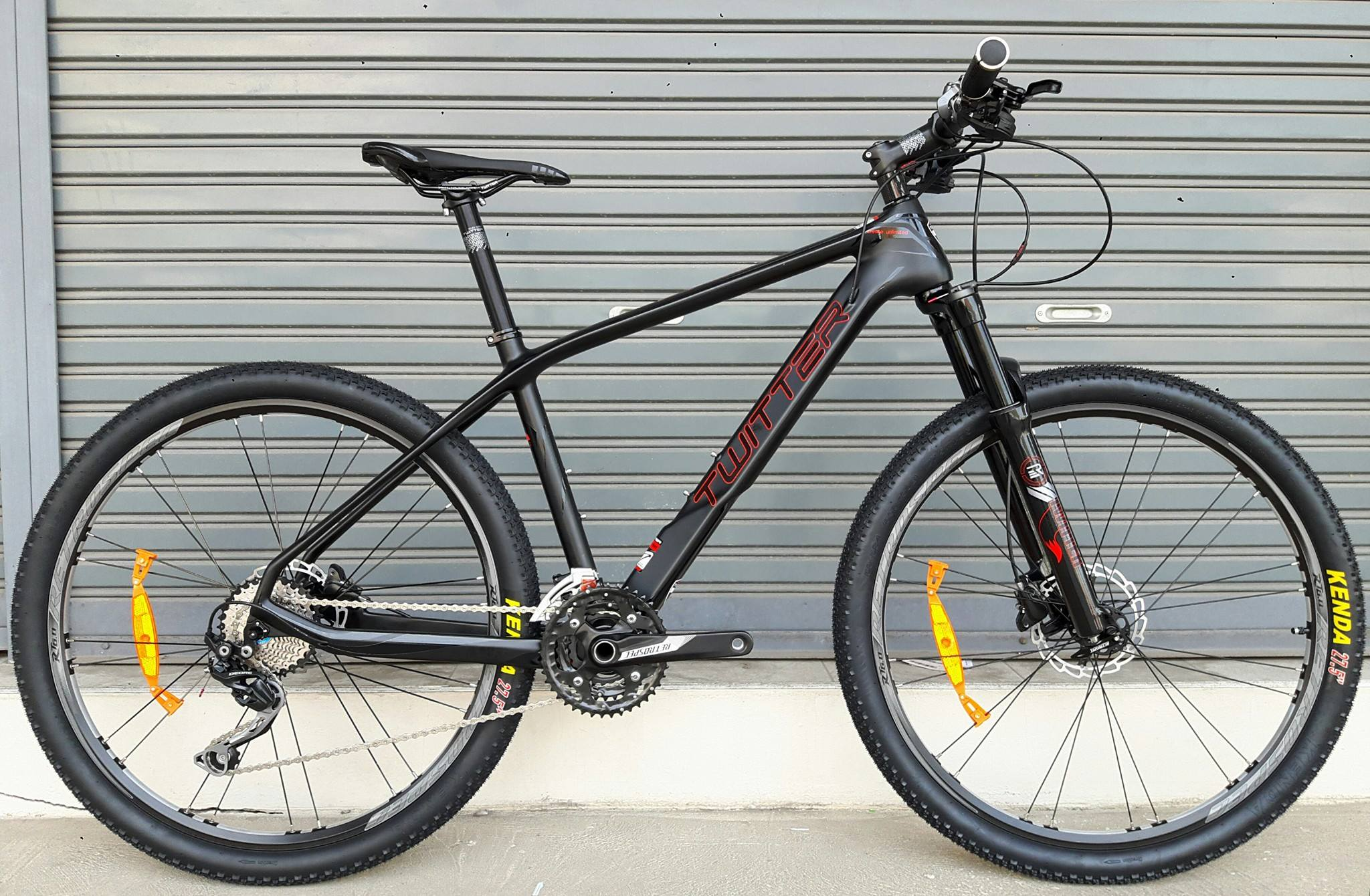 จักรยานเสือภูเขาเฟรมคาร์บอนบอน Twitter Strom ชุดเกียร์ Shimano Deore 30 Speed โช็คล็อครีโมท ดิสก์เบรคน้ำมัน Shimano ดุมล้อแบริ่ง กระโหลกกลวง