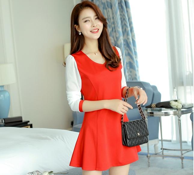 ชุดเดรสสั้นสีแดง เรียบร้อยน่ารัก สดใส แขนสามส่วน กระโปรงทรงบานปลายสวยเก๋