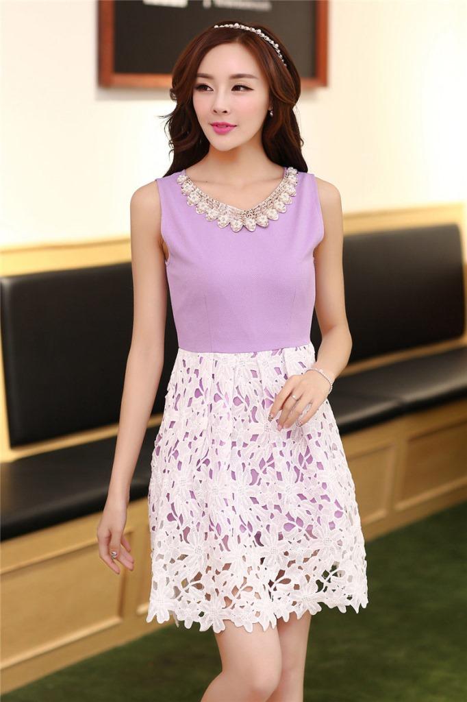 ชุดเดรสออกงานสวยๆแนวหวานสไตล์เกาหลี สีม่วง คอกลมประดับคริสตัลสวยหรู แขนกุด เอวเข้ารูป กระโปรงผ้าลูกไม้สีขาว ซับในทั้งตัว ซิปหลัง ไซส์ L