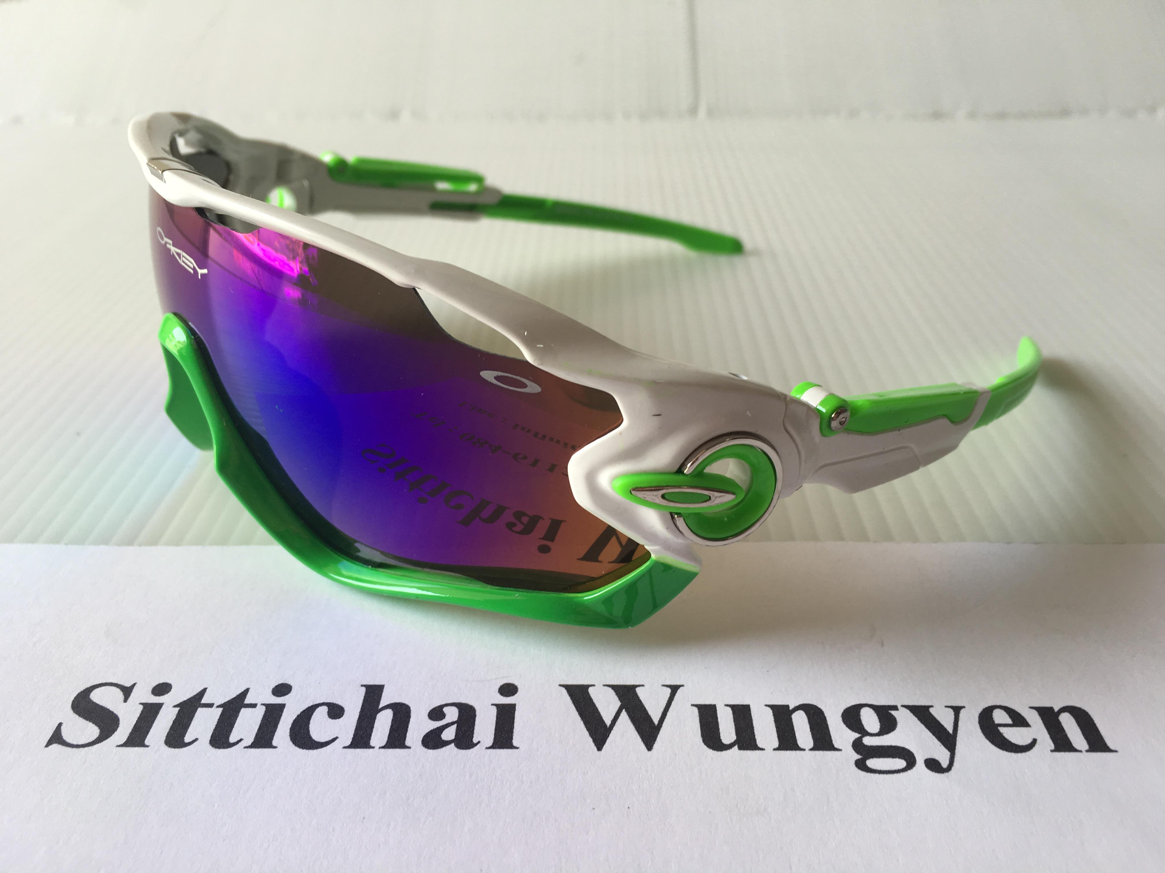 แว่นตา OAKLEY JAWBREAKER สีขาวเขียว เลนส์เข้ม