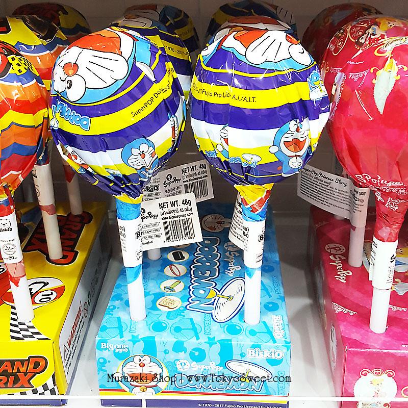 พร้อมส่ง ** Super Pop Doraemon อมยิ้มรสผลไม้ มาในแพ็คเกจรูปโดราเอมอน อันใหญ่มาก บรรจุ 48 กรัม 1 ชิ้น