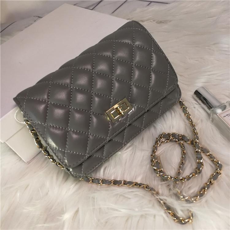 กระเป๋าหนังแกะ Chanel mini 8 นิ้ว