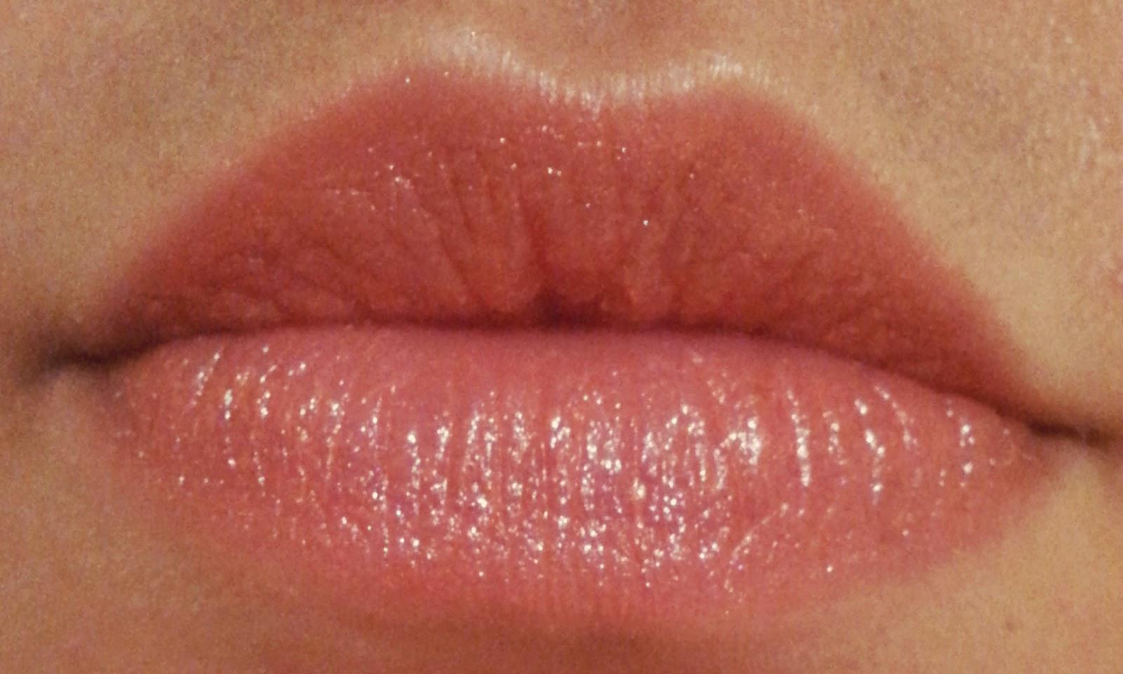 **พร้อมส่ง**Tory Burch Lip Color เบอร์ 03 Pretty Baby โทนสีส้มพีช ลิปสติกแพคเกจสีส้มสุดเลิศหรู ที่ผู้หญิงต้องตกหลุมรัก เนื้อลิปสติกเป็นเนื้อเชียร์ ที่ให้เนื้อสัมผัสเข้มข้น แต่ให้ความรู้สึกบางเบา มีกลิ่นหอมอ่อนบางของกลิ่น Cassic, Grapefruit และ Madarin จาก
