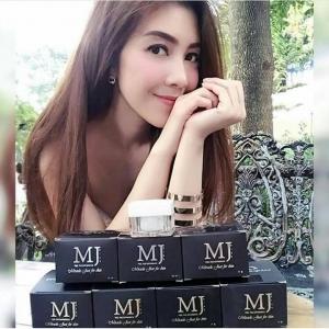 **พร้อมส่ง**MJ PLUS CREAM 30 ML. ครีมเอ็มเจ ลดฝ้า กระ จุดด่างดำ ริ้วรอย MJ Brilliant White Face Cream เป็นผลิตภัณฑ์คุณภาพเยี่ยม ที่ดารา นักแสดง ให้การตอบรับอย่างล้นหลาม ผ่านมาตรฐาน อย. ปลอดภัย มั่นใจได้ จากสารสกัดเซลล์องุ่น ,