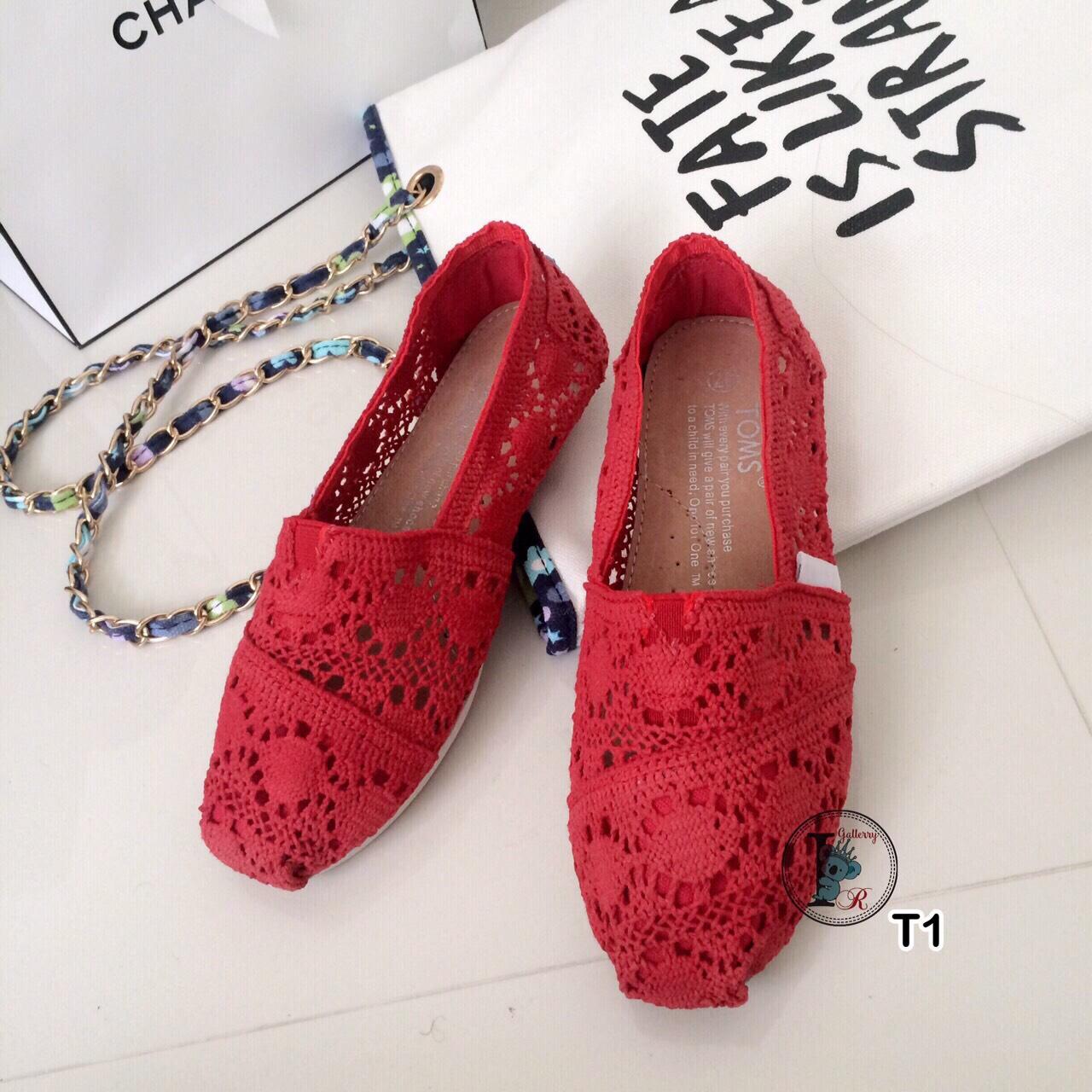 รองเท้าลูกไม้ TOMS (สีแดง)