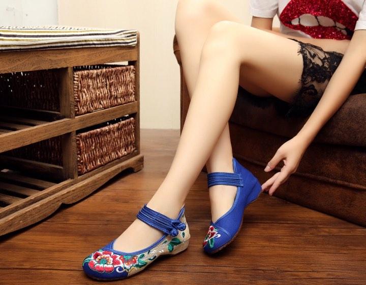 รองเท้าจีน ลายดอกไม้ใหญ่สีน้ำเงิน-ครีมคาดคู่ ไซส์ใหญ่