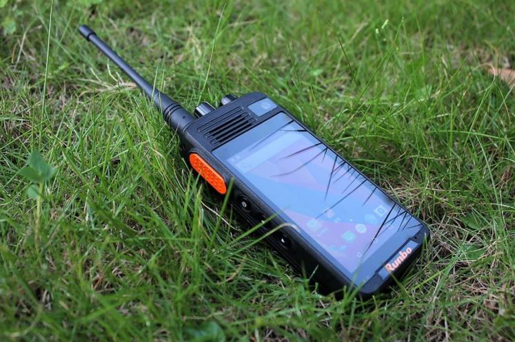 โทรศัพท์พร้อมวิทยุสื่อสาร Runbo K1