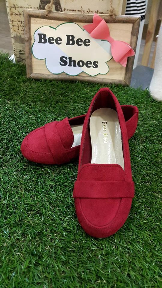 รองเท้าหนังกำมะหยี่สีแดง