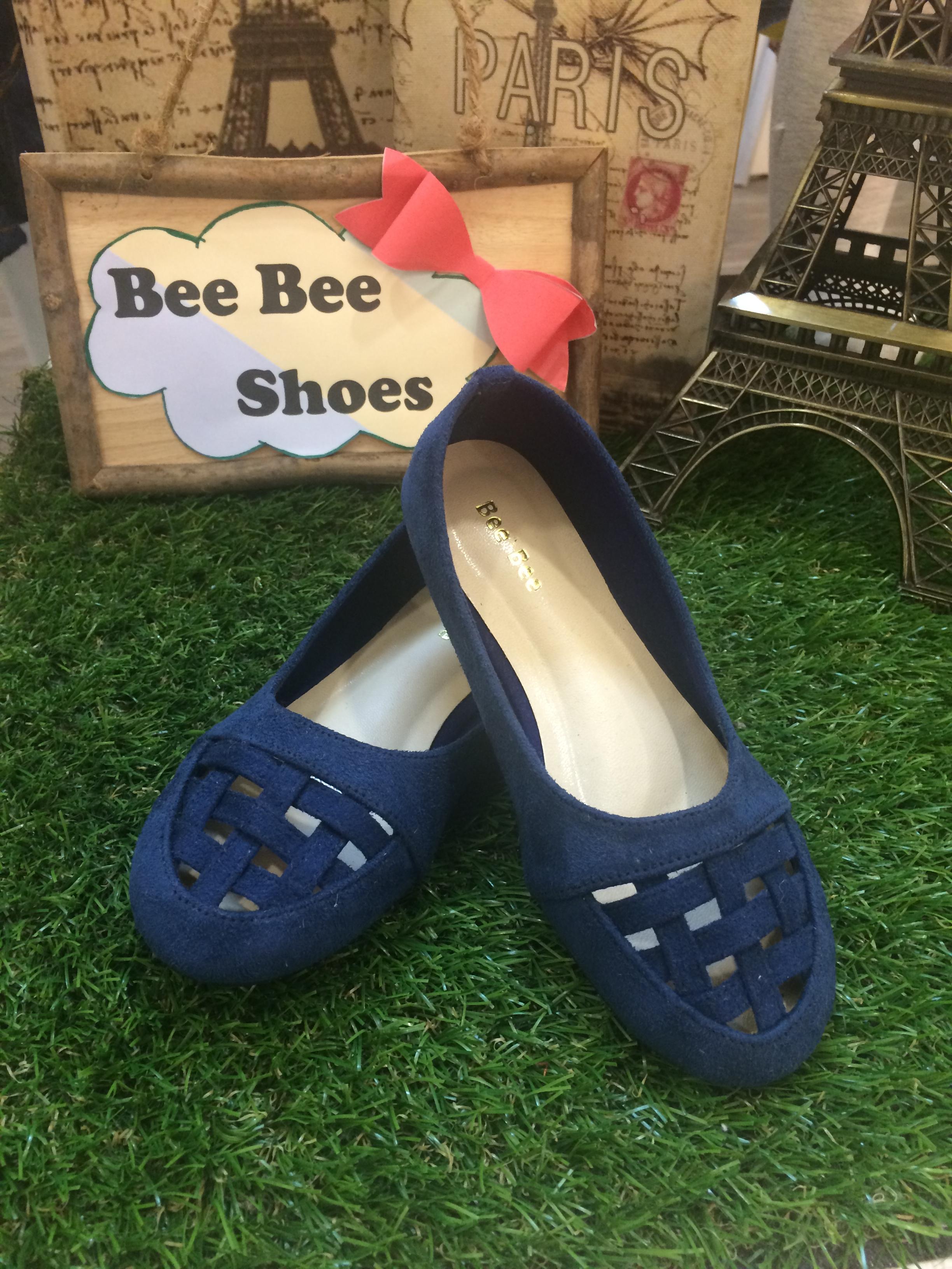 รองเท้าหนังกำมะหนี่ลายสานสีน้ำเงิน
