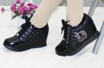 รองเท้าผ้าใบเสริมสูงภายในแฟชั่นเกาหลี
