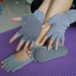 ถุงมือ ถุงเท้าโยคะ กันลื่น YKSM30-7