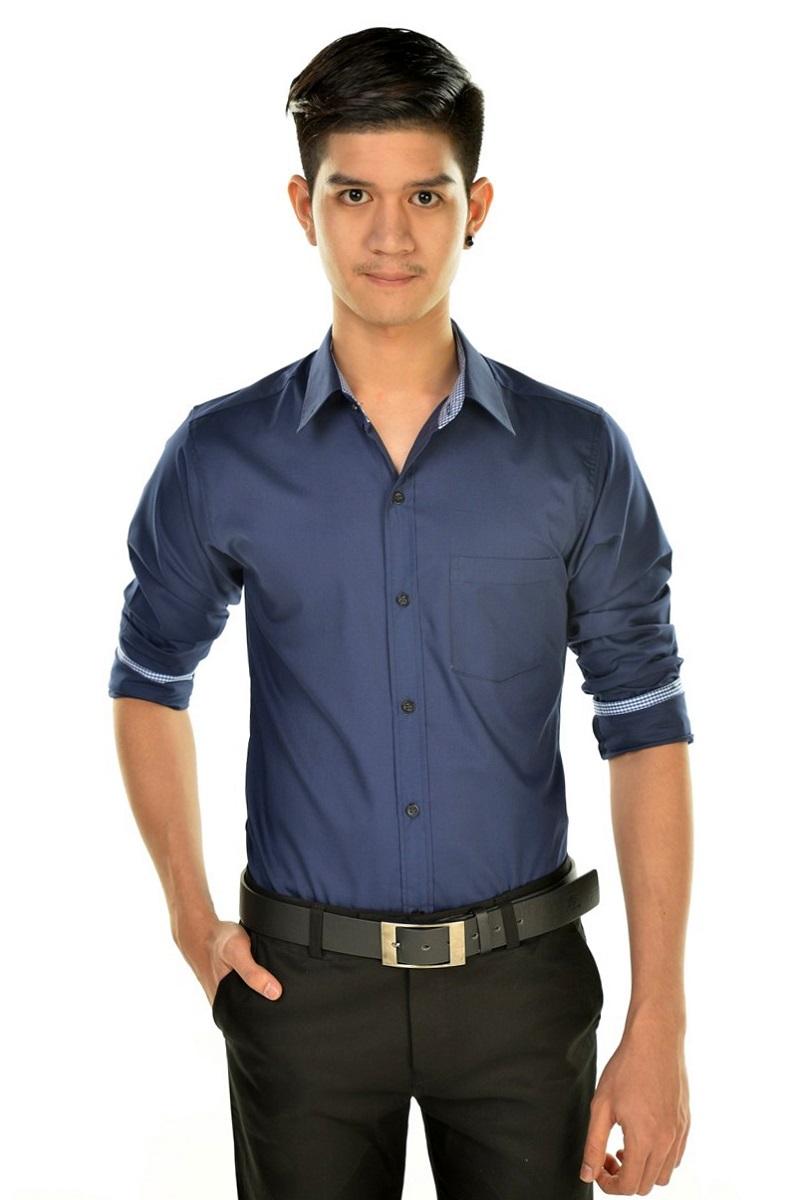 เสื้อเชิ้ตผู้ชายสีน้ำเงินเข้ม ผ้าคอตตอน